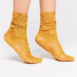 Bella Lace Crew Sock